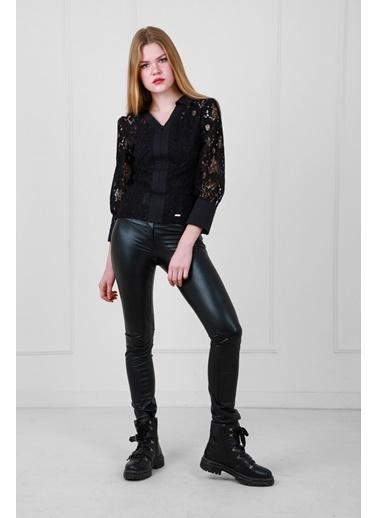 JEANNE D'ARC Dantel Kumaş V Yaka Önden Açılır Fermuarlı Bluz Siyah